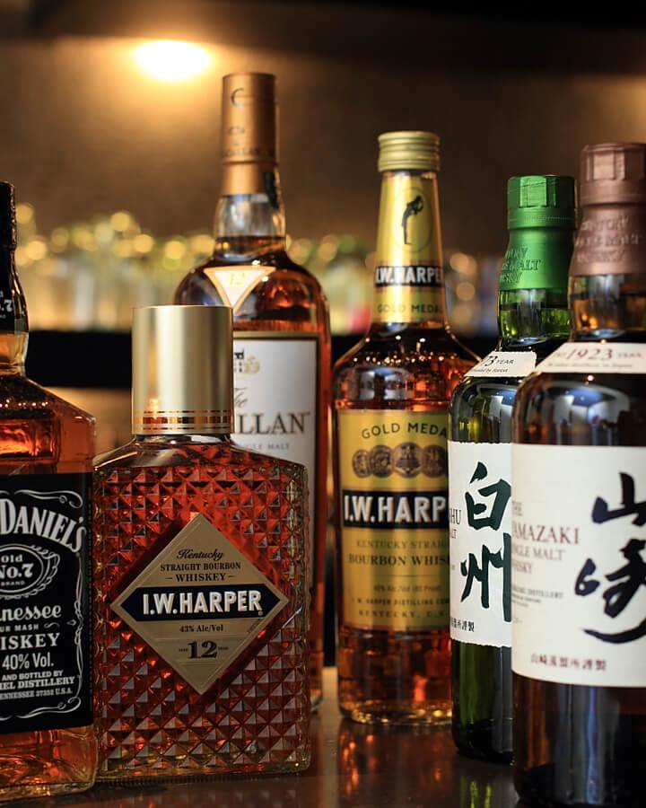 豊富なお酒が全て飲み放題でお楽しみ頂けます。お好きなお酒をボトルキープすると更にお得!!